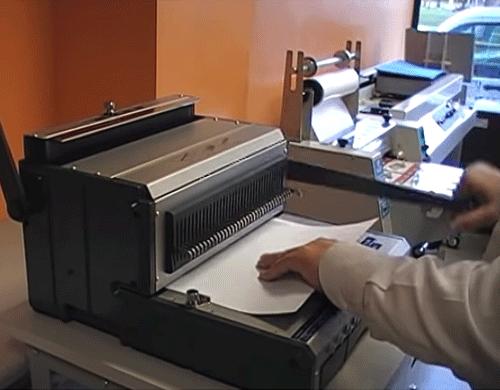 perforer le papier avec le perforelieur W310