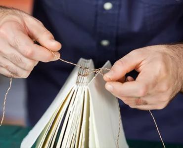 Solutions de Reliure : Comment relier des feuilles de papier ?