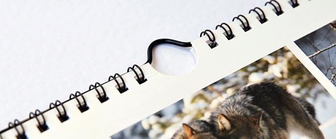 crochet pour calendriers réalisés avec de la reliure métal