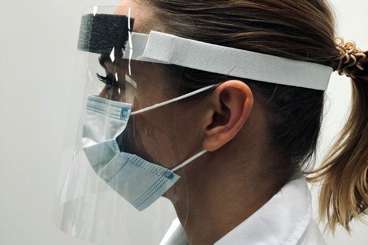 La visière de protection ExaScreen est traitée anti-rayures, elle est très facile d'entretien